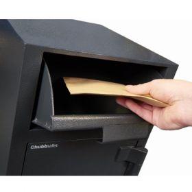 Casa de bani tip seif cu fanta cu cheie sau blocare electronica Omega Deposit CHUBB 13